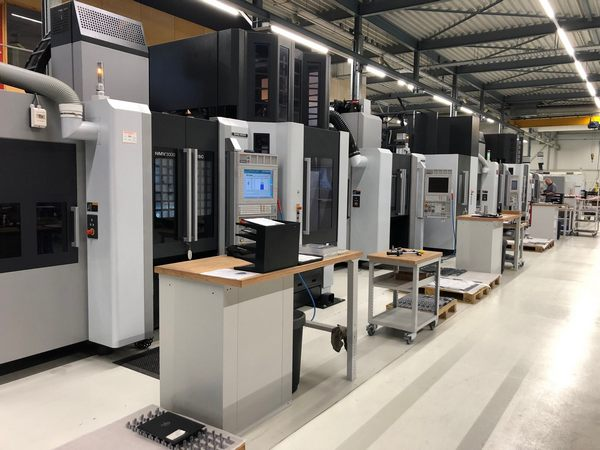 Milling machining centers with automation